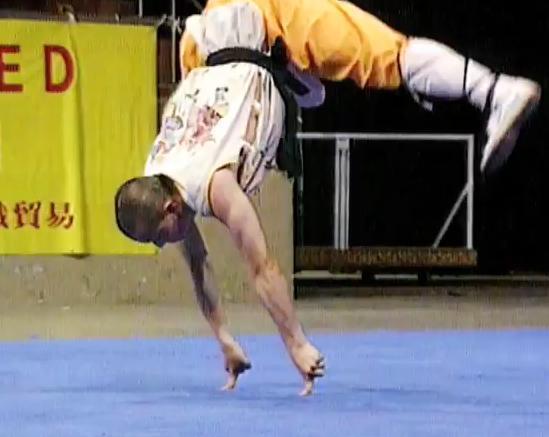 Shaolin-Monk-VS-Balances-On-2-Fingers-Flips